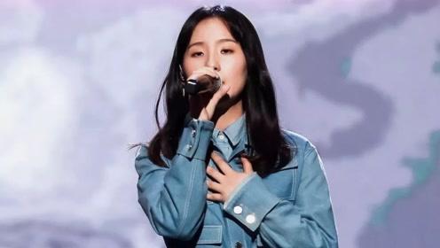 明日之子总决赛,张钰琪谭维维合唱《蓝莲花》,嗨翻全场!