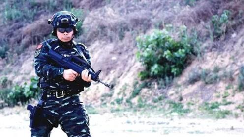 """""""赵刚""""出现了?武警政委百发百中,一枪打飞矿泉水瓶盖"""