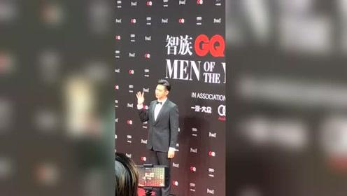 """GQ人物盛典:李现""""现男友""""西装超帅"""