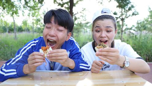 二货卖月饼想多赚钱,自制火鸡面味的月饼,姐弟两要买100个