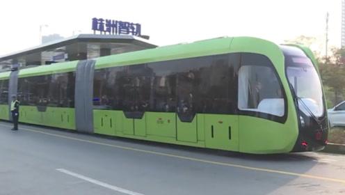 中国又火了,火车造出新高度,不用铁轨也能跑
