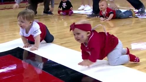 小宝宝们爬行比赛,一喊开始就齐刷刷的大哭起来,边哭边爬太逗了