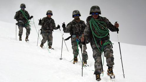 一阵惊呼传来,我军参赛队员跌入冰缝,战友齐心协力化解危机
