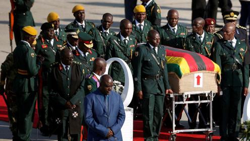 津巴布韦前总统穆加贝遗体运抵首都 上千民众到机场迎接