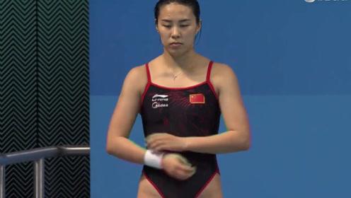 中国小将王涵出战3米板,落水后裁判回放3遍,压根找不到水花!