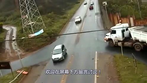 白色大货车过路口,监控拍下恐怖的事情