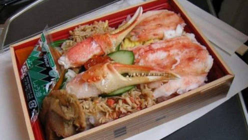 中国游客乘坐日本高铁,买了一份25元的盒饭,打开后愣了!
