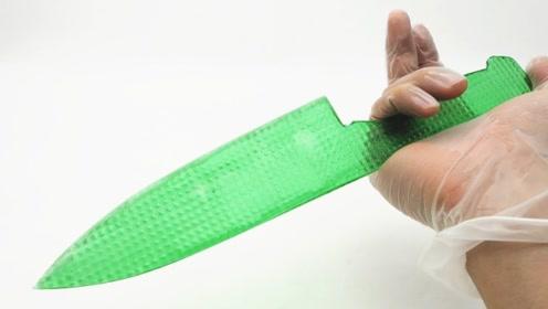 日本小哥脑洞大开,耗时2天用果冻制成了刀,比菜刀还厉害
