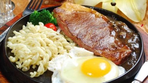 为何吃牛排时,盘子上要放一个生鸡蛋?作用竟然是这个