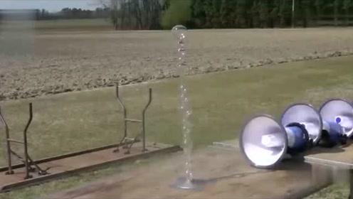 玻璃杯会被震碎吗?将100个扩音喇叭并排,厉害了