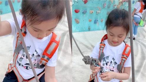 李小璐携女儿攀岩 甜馨淡定吊威亚越长越像贾乃亮