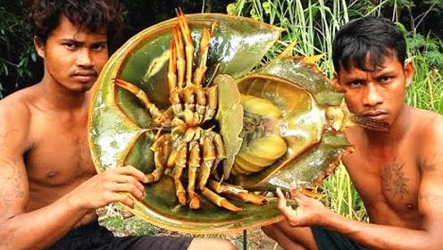 小伙抓到一只怪鱼吃了,网友:小伙子,你吃了活化石