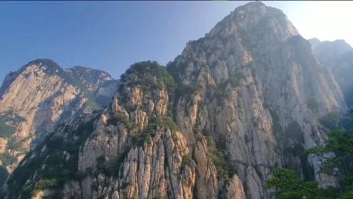河南嵩山两名50岁游客坠崖,已派10人展开救援