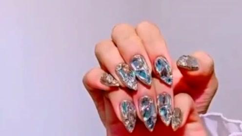 结婚花一千块钱做的美甲就是豪华,满手都是大钻石,超级闪