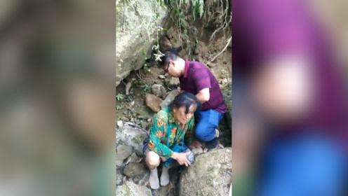 广西一辆客车翻下山崖 3名医生途经立即抢救:救人义不容辞