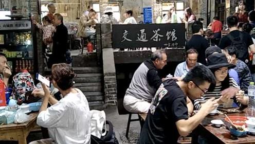 1杯3元穿越30年!重庆交通茶馆成网红,众人排队打卡喝茶