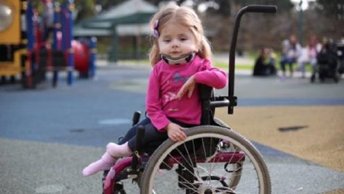 """英国最脆弱的""""玻璃""""女孩,一年骨折140次,睡觉都能扭断脖子"""