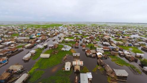 """非洲的""""湖上村庄"""",3万人世代水上生活,鱼腥味都洗不掉"""