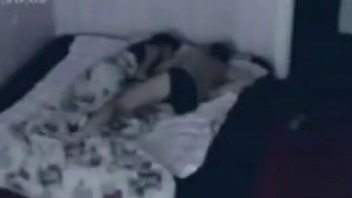 外国男子起床后,不知为什么全身酸痛,监控却拍下了诡异画面