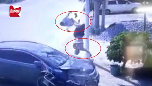 摩托车因避让不及撞上小车车头,2人被甩飞:空中旋转540度