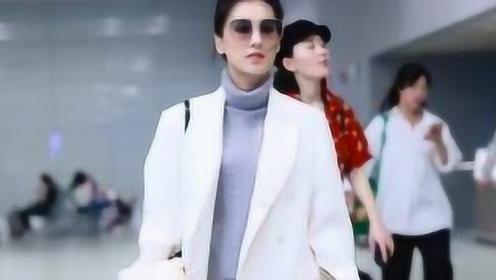 黄圣依戴墨镜抱小熊现身机场 穿超短裙秀美腿显高贵气质