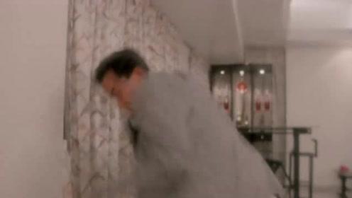 神经男子进入豪宅,误认女主人是老婆,竟把她绑在椅子上!
