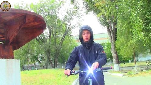 老外的生活妙招分享,把灯装在自行车上,全村的狗都会怕你