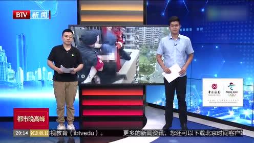 杭州一女子欲跳楼 消防员18楼扑救