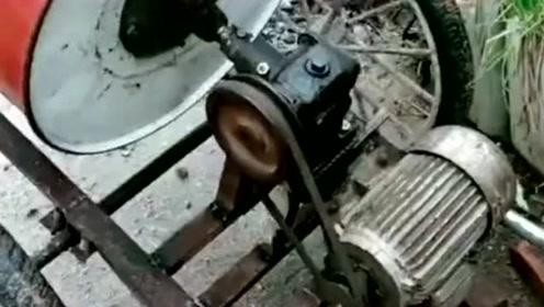 自己用废旧油桶,制造了一个搅拌机,使用效果还不错!