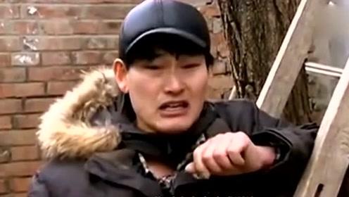 大衣哥光脚穿拖鞋吃水饺,一桌饺子一个人吃 网友:地上脚指头逗