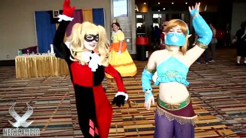 国外cosplay秀场,哈莉奎因调皮可爱,果然很是受欢迎啊!