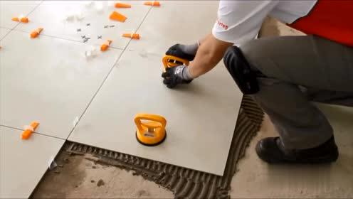 巴西小哥用神器贴瓷砖,不管是地面还是墙面