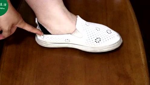 穿鞋时袜子露在外边不好看?教你一个妙招,巧妙的把袜子藏起来