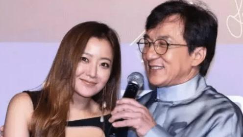 成龙紧拥41岁女星金喜善,这个动作引发争议,网友:久别重逢!