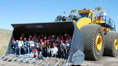 世界上最大的挖掘机,高度达到15米,半小时挖穿一座山!