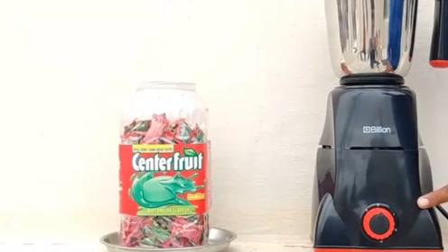 泡泡糖的粘性有多强?小伙将一罐泡泡糖扔进榨汁机,结果让人傻眼