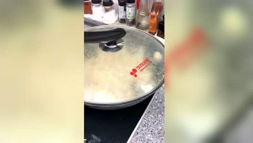 中国姑娘远嫁韩国的生活,自己在家做爆米花,噼噼啪啪的真好玩