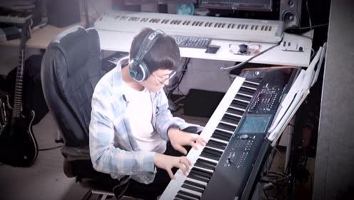 文武贝钢琴演奏《我和我的祖国》,祝伟大的祖国生日快乐!