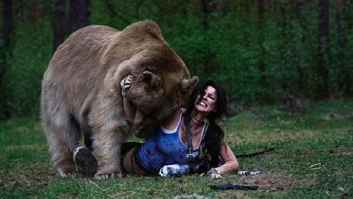 """人类在野外碰到""""灰熊""""立刻装死能保命吗?科学家:不要相信电影"""