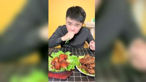 小哥哥吃的红烧肉太馋人了!加点生菜和大葱,绝配!太香了