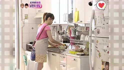 看到宋茜熟练准备料理,主妇MC夸她比自己能干,还有华丽的技术