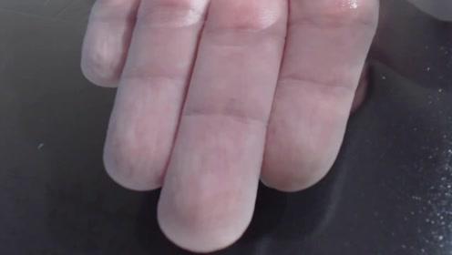 手指在水里泡久了为什么会皱皮?医生说出真相,简直让人不敢相信