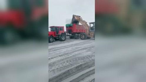 中国制造的拖拉机拉100吨也是轻轻松松的