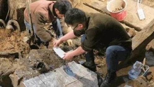 河北大哥意外挖出一石棺,专家闻讯赶来,大呼:埋好13年后再挖