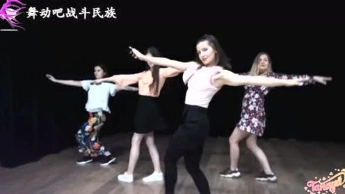 """俄罗斯女孩跳""""甩手舞""""真快,眼睛跟不上她们的动作了"""