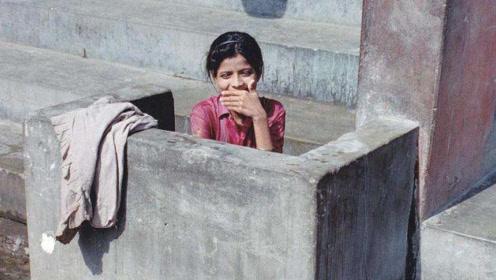 印度几乎都是露天厕所,那你女性上厕所怎么保护隐私?真相很无奈