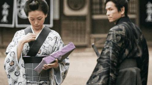日本美女穿的和服,里面藏有一个小秘密,当地男人才懂