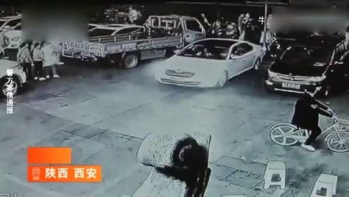 飞来横祸!监控实拍一辆小车直接冲进面馆,店员被埋进吧台!
