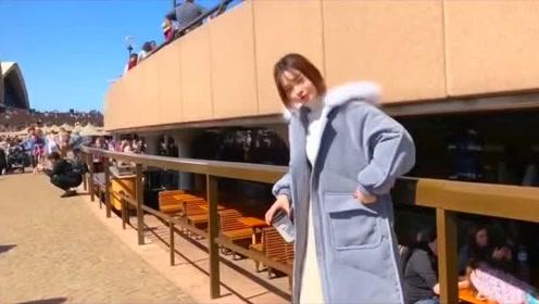 这两件套衣服真的好漂亮呀,女孩子穿好时尚的感觉,有气质!