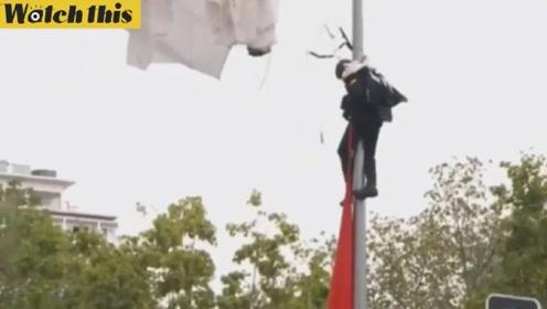 西班牙国庆阅兵伞兵跳伞失误 当着国王面挂电线杆上